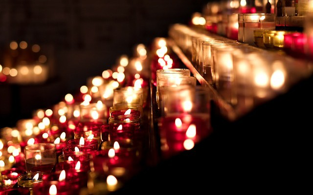 candles-389413_640