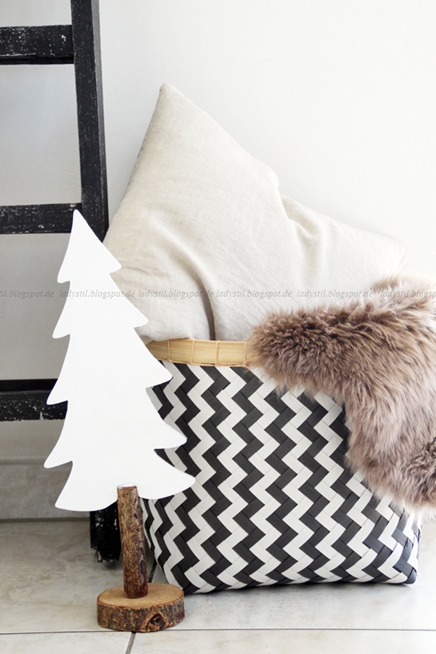 im weihnachtsmodus angekommen oder diy upcycling ikea schreibtischplatte. Black Bedroom Furniture Sets. Home Design Ideas
